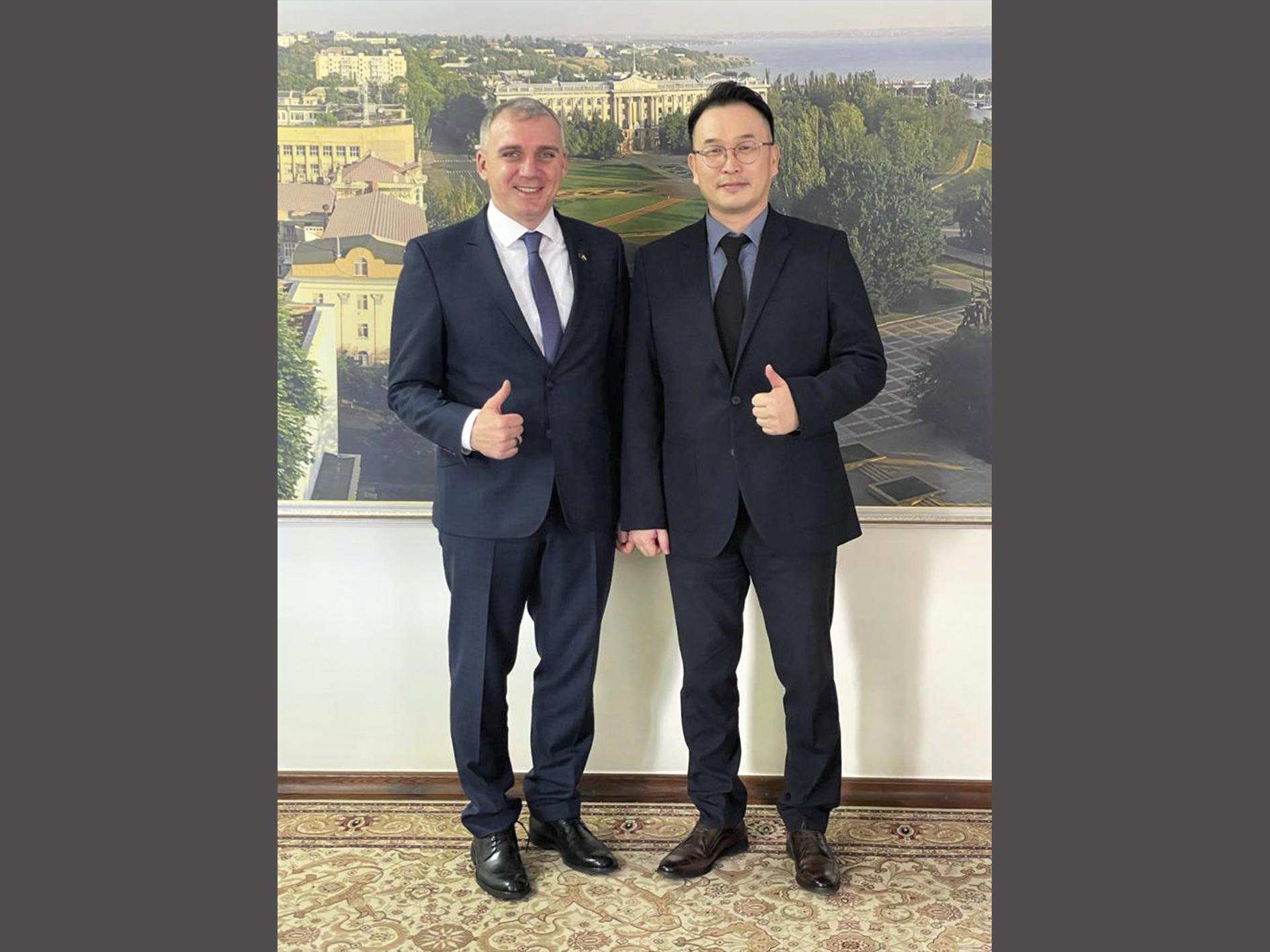 Генеральний директор с господином Сенкевичем Александром Фёдоровичем, мэром Николаева